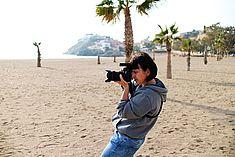 TREDY-fashion Online Magazin. Making-of Shooting in Alicante Spanien. Fotografin am Strand