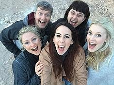 TREDY-fashion Online Magazin. Making-of Shooting in Alicante Spanien. Selfie Team